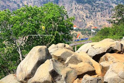 Wajib menggunakan pemandu jika akan menelurusi gua di Taman Batu Gunung Karang