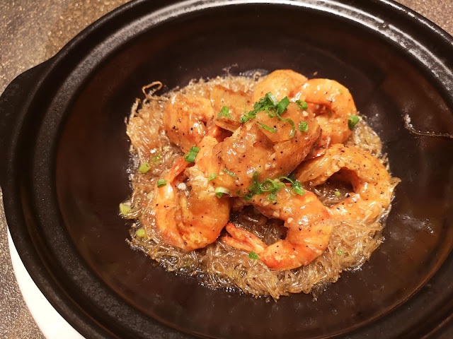 Baked Live Prawn with Vermicelli in Black and White Pepper