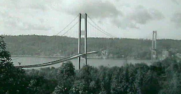 25 November 1940 worldwartwo.filminspector.com Tacoma Narrows Bridge Galloping Gertie