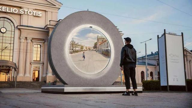 """Cánh """"cổng liên lạc"""" trong phim viễn tưởng xuất hiện tại châu Âu"""