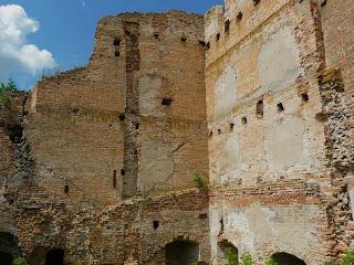 Клевань. Замок Чарторыйских. 15 в. Руины бастиона