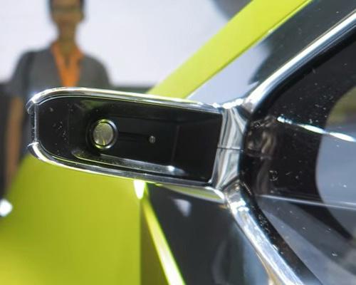 www.Tinuku.com Mitsubishi XM Concept luxurious style design displayed on small crossover MPV