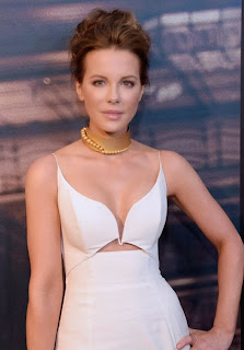 Surely, there's not exactly anything unique or different going on, but it's really can not go wrong with a simple polished look. And we love that Kate Beckinsale kept it classic from head to toe, because she framed it perfectly to Battersea Power Station Global Launch party at Los Angeles on Thursday, November 6, 2014.