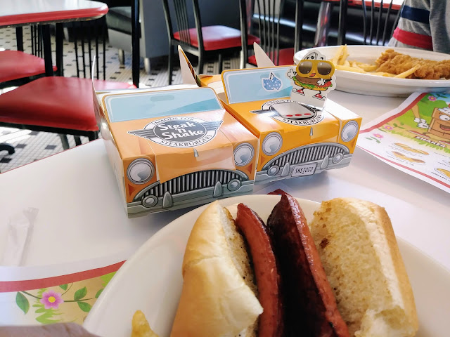 Drive in to the hot dog at Steak 'n Shake | Kids Eat Free Weekends + Enter to win a $50 gift card!