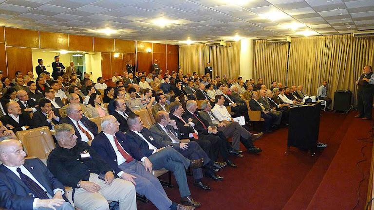 O auditório encheu para ouvir as explicações do prof. Molion sobre a Laudato Si'