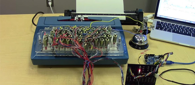 Ilmuwan Ini Menyulap Mesin Ketik Menjadi Printer