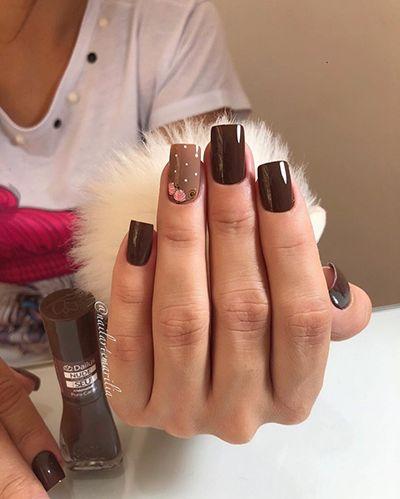 unhas com esmaltes escuros 7