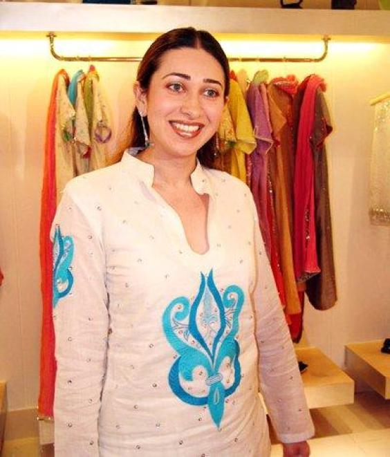 Bollywood Actress Hot Wallpapers Photos Karishma Kapoor -6495