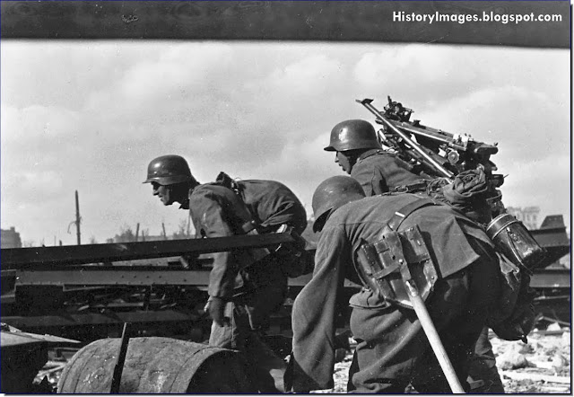 German soldiers of a machine gun unit change their position at Stalingrad October 1942