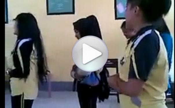 Masih Ingatkah Kalian Video Pelajar SMA Yang Mempermainkan Shalat?? Inilah Nasib Mereka Sekarang mengerikan?? mohon di bagikan