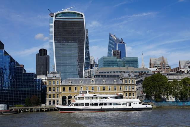 passeio de barco pelo Rio Tâmisa em Londres