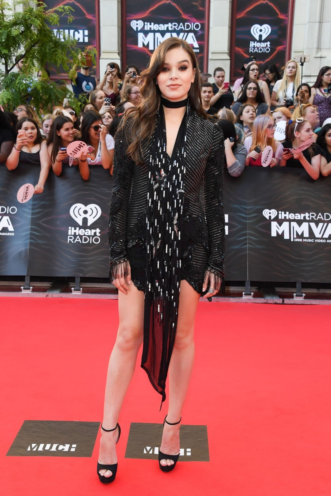 Hailee Steinfeld Flaunts Legs At The MuchMusic Video