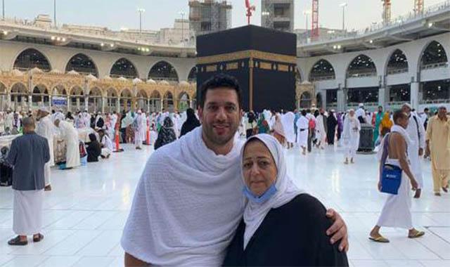 أنهيار الفنان حسن الرداد أثناء جنازة والدته قي دمياط