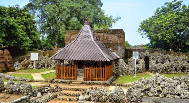Mitos Taman Sari Goa Sunyaragi Cirebon