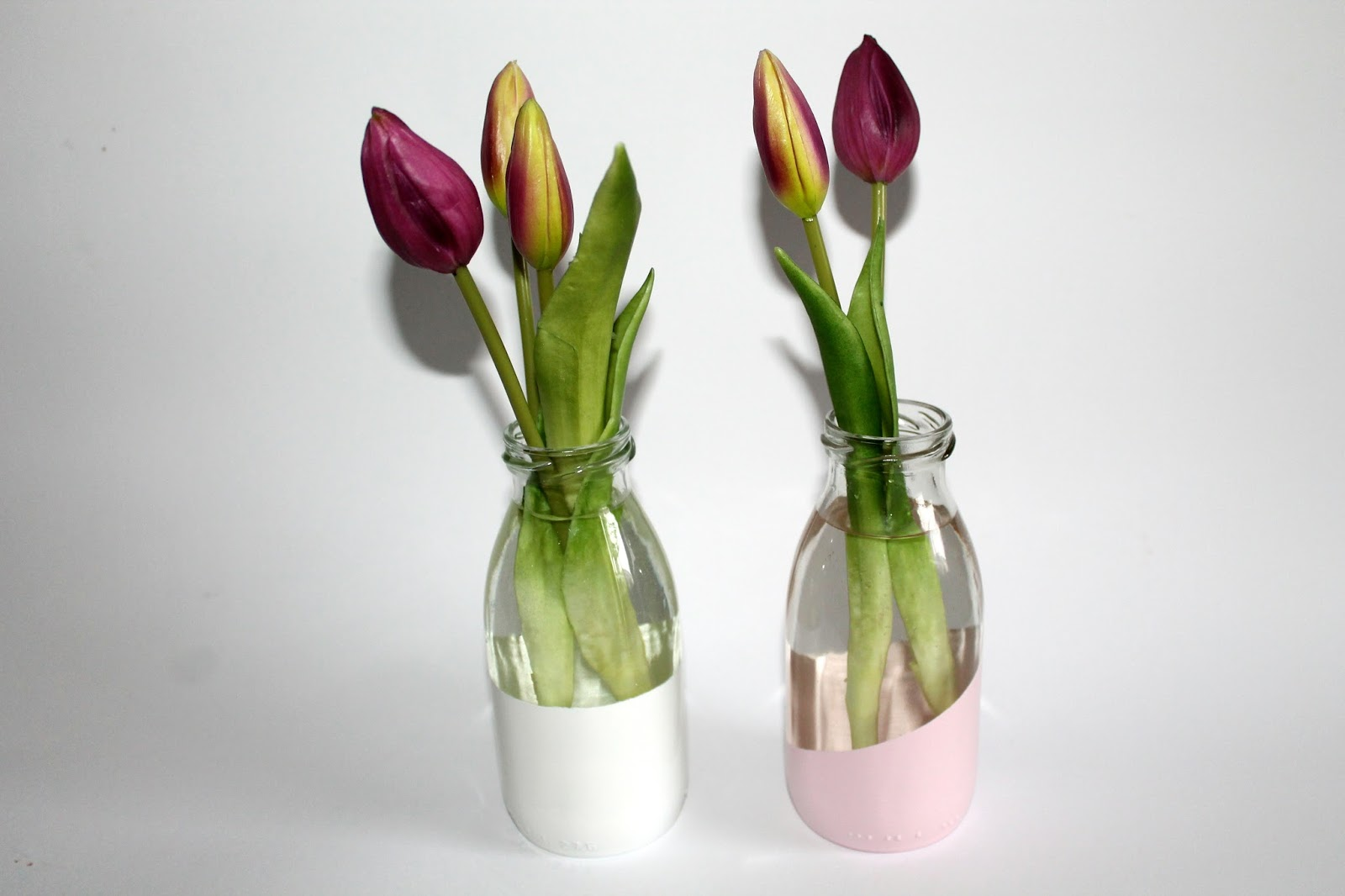 DIY, Basteln: Upcycling / Recycling Vase aus kleinen Milchflaschen mit Sprühlack in Wohnideen und Wohndekoration - DIYCarinchen