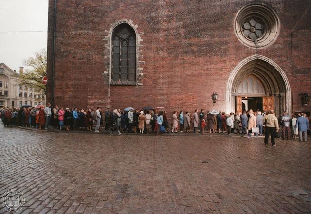 9 октября 1988 года. Рига. Домская площадь. Latvijas Tautas frontes dibināšanai veltīts dievkalpojums Doma baznīcā