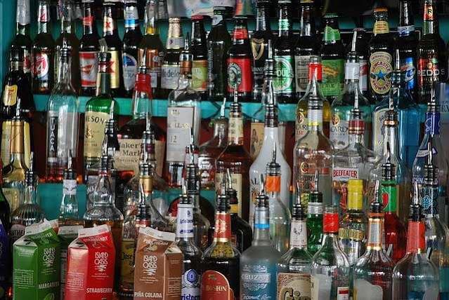 أضرار الكحول على العقل والقلب والبشرة لكبار السن