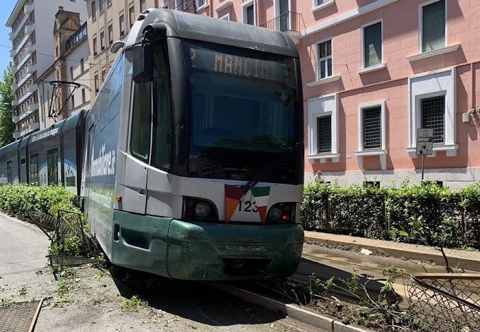 Flaminio, deraglia tram della linea 2