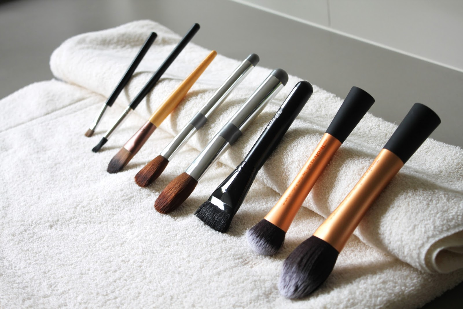 Make Up Brush Cleaning Set Up