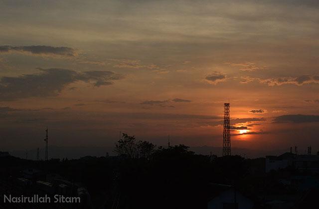 Senja mulai menyapa sudut kota Jogja