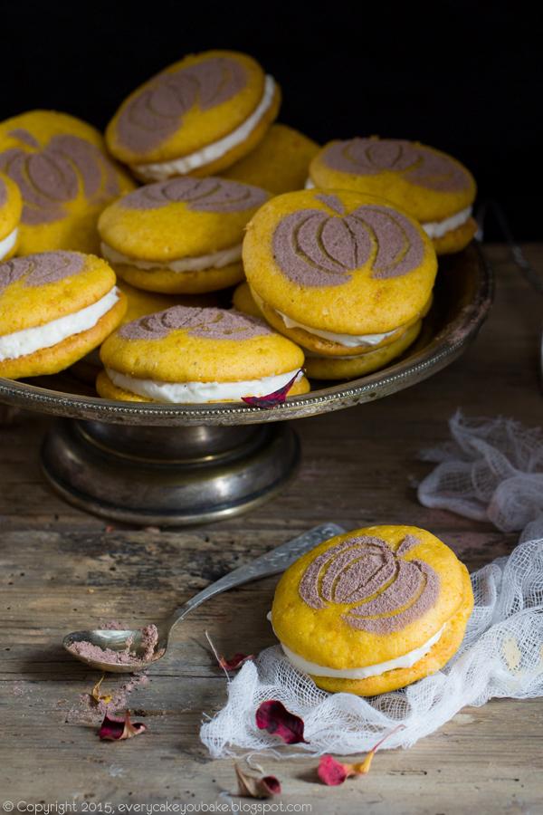 dyniowe ciastka biszkoptowe przekładane kremem