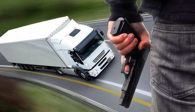 JUSTIÇA-Bandidos roubam 26 pneus e R$ 6 mil de caminhoneiro no município de Parnamirim-PE