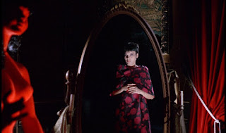 Dunia Sinema Blood and Black Lace