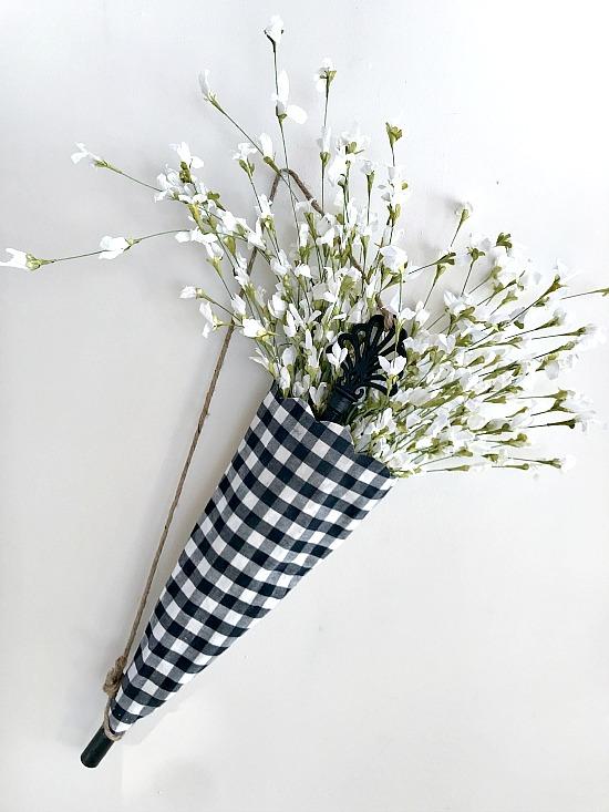How to make a DIY umbrella for an Umbrella Wreath.