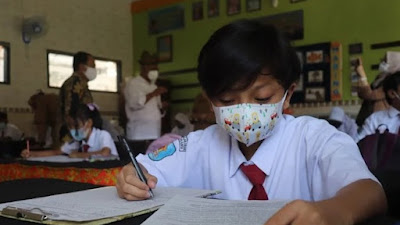 Jokowi Izinkan Belajar Tatap Muka Jika Seluruh Pelajar Telah Divaksin