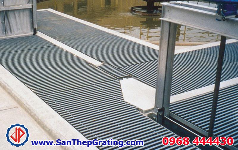 Tấm sàn grating thép lắp đặt cho một nhà máy, tính hoàn thiện cao, thẩm mỹ và chắc chắn
