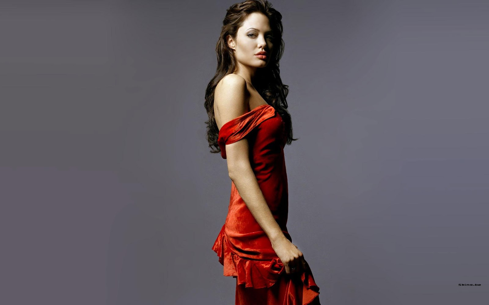 Angelina Jolie in red dress  Hot Bold Sexy Pics in Hollywood Actress
