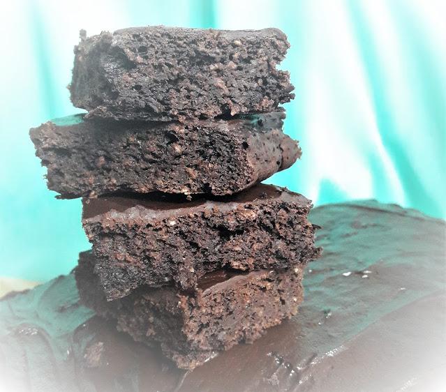 Wegańskie brownie - tylko 6 składników, w 30 minut gotowe do jedzenia!