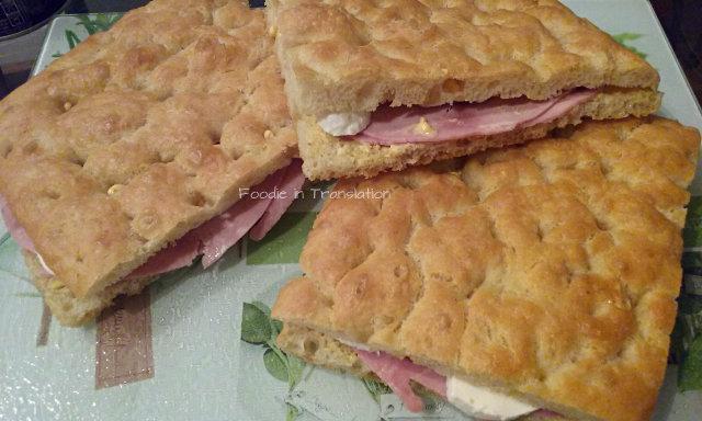 La Rubrica del Lunedì: Focaccia ripiena cotto e mozzarella - Monday's Page: Stuffed focaccia with ham and mozzarella