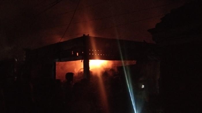 Si Jago Merah Mengamuk, Puluhan Tokoh di Pasar Sentral Sinjai Ludes Terbakar
