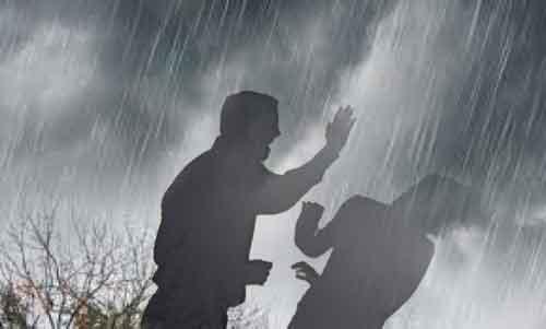 Di Tengah Deras Hujan