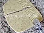 Saratele fragede cu untura mac susan preparare reteta - foaia de aluat taiata fasii