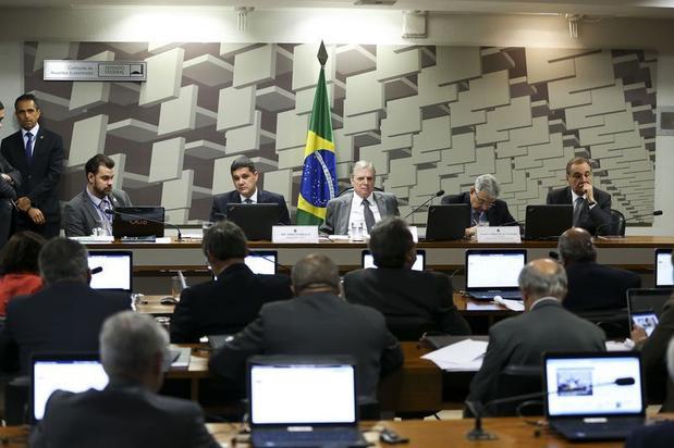 CAE aprova relatório da reforma trabalhista por 14 votos a 11