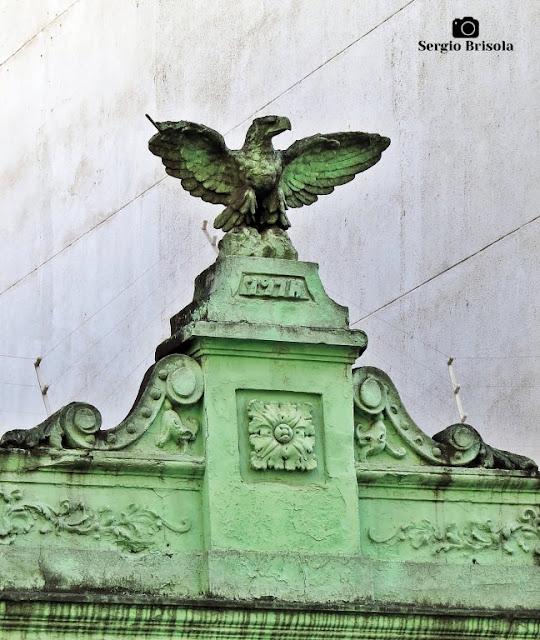 Close-up de Escultura de Águia sobre fachada - Avenida São João - São Paulo