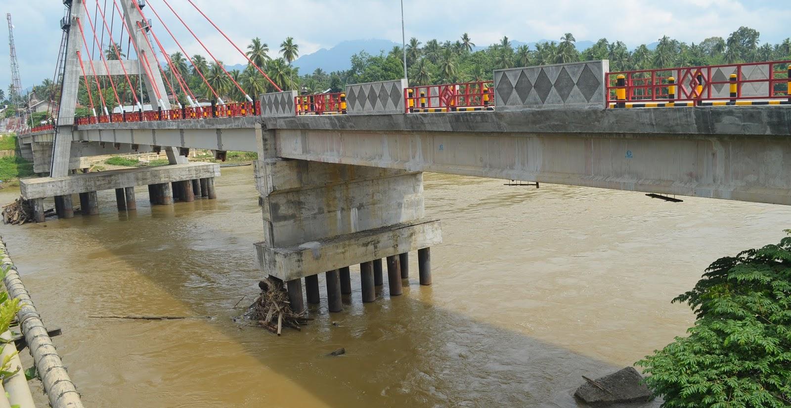 Kondisi air dibawah Jembatan Sungai Dareh