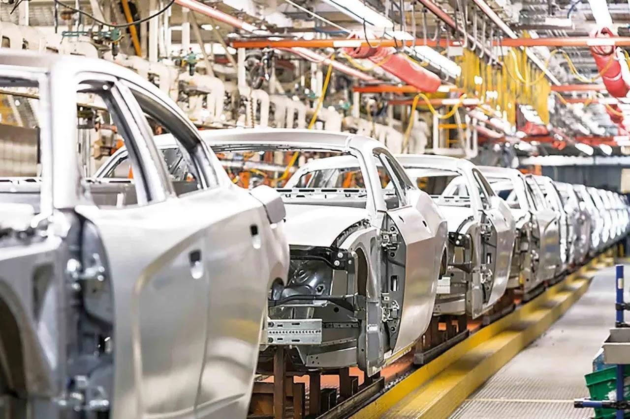 Nissan reduce producción de autos debido a escasez de semiconductores
