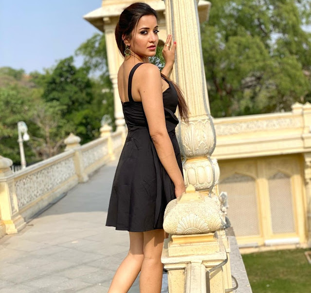 bhojpuri actress monalisa hot and bold photos in short black dress