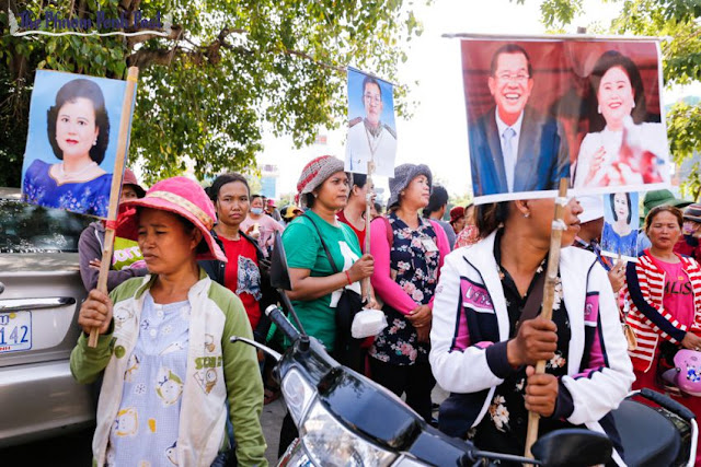 Great Honor Textile Factory workers from Kandal province protest near Prime Minister Hun Sen's house yesterday morning, demanding a solution to unpaid severance pay. Pha Lina