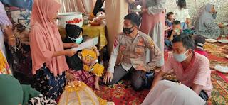 Bhabinkamtibmas Polsek Alla Desa Kalosi Patroli Prokes Di Acara Resepsi Pernikahan