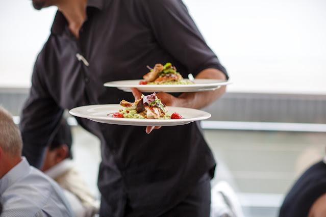 Εστιατόριο στο Ναύπλιο ζητάει ψήστη και σερβιτόρο