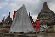 Aman dari Abu Vulkanis Gunung Merapi, 72 Terpal Penutup Candi Borobudur Dibuka