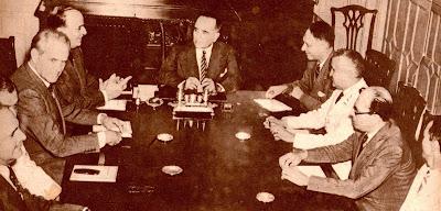 Vargas na reunião com ministros que decidiu pela entrada na guerra