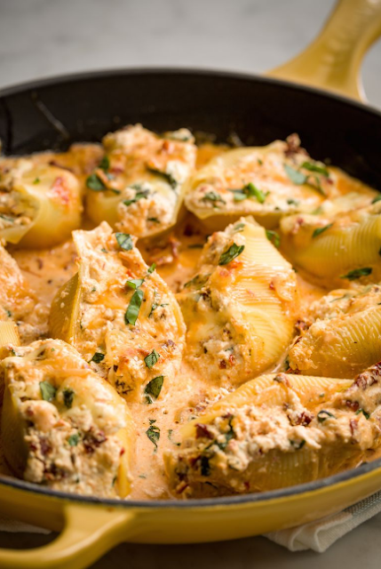 Creamy Caprese Stuffed Shells