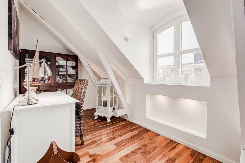 W bieli z nutką nowoczesności - wystrój wnętrz, wnętrza, urządzanie domu, dekoracje wnętrz, aranżacja wnętrz, inspiracje wnętrz, minty inspirations, dom i wnętrze, aranżacja mieszkania, modne wnętrza, białe wnętrza, styl nowoczesny, styl klasyczny, miejsce do pracy, domowe biuro