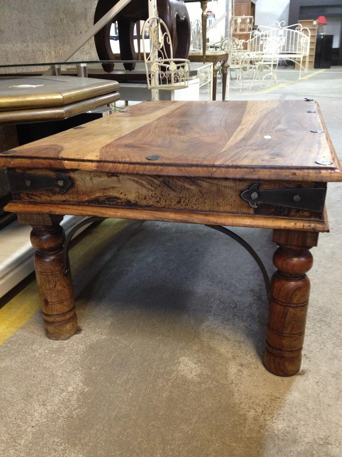 repeindre une table basse en bois vernis atelier. Black Bedroom Furniture Sets. Home Design Ideas