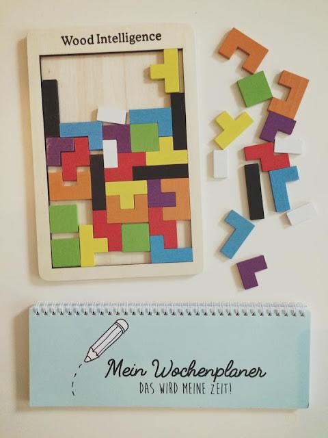 Erste Utensilien für das neue Schuljahr: Haptisches Tetris und Wochenplaner
